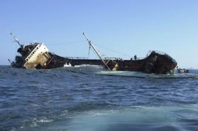 غرق سفينة قادمة من حضرموت بالقرب من سواحل جزيرة سقطرى