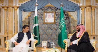 """بعد لقائه الملك سلمان وولي العهد... عمران خان يخرج عن صمته ويتحدث عن """"حرب اليمن"""" (فيديو)"""