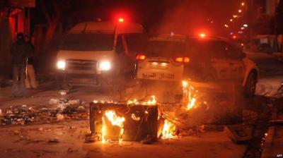 تونس على صفيع ساخن واحراق مباني ومؤسسات حكومية والجيش ينتشر بعد انسحاب الامن