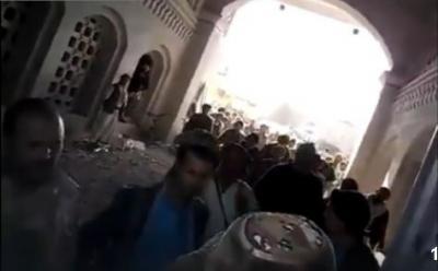 اليمن : شاهد بالفيديو الحوثيون كيف اقتحموا منزل مسؤول مع اعتذارنا للألفاظ بهذا الفيديو