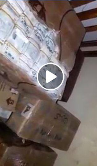اليمن : شاهدوا بالفيديو هذه الملايين التي تم ضبطها اليوم وهي في طريقها الى جماعة الحوثي