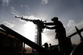 مقاطع فيديو تظهر جثث للحوثيين في صحراء مأرب والعثور على حبوب الشجاعة في جيوب معظمهم