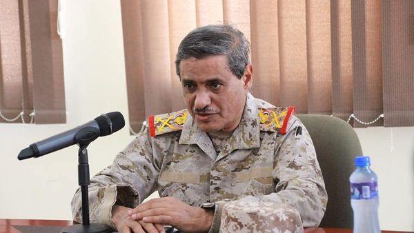 محافظ حضرموت يدعو لرفع الجاهزية العسكرية لمواجهة الحوثي والاستمرار في تجهيز القوافل الإغاثية لمأرب