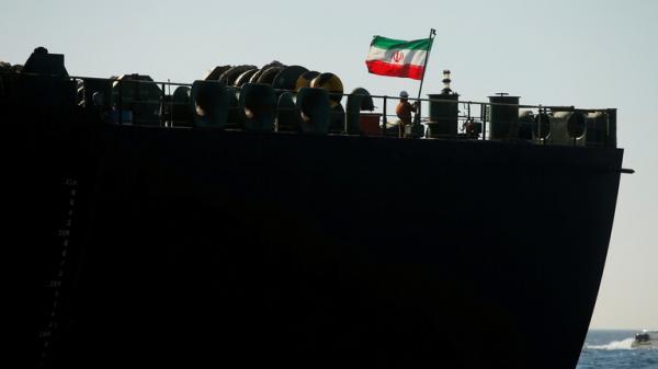 تقرير: السفينة الإيرانية التي هوجمت في البحر الأحمر تعد قاعدة عائمة للحرس الثوري قبالة اليمن