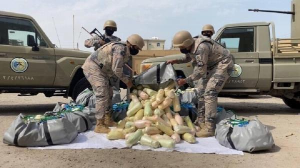 """بينهم 3سعوديين و14يمني ..حرس الحدود السعودي يحبط تهريب 802 كغم من الحشيش و25.4 طن من """"القات"""""""