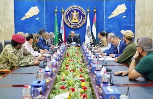 عدن..حشد عسكري كبير يصل من لحج لقوات الانتقالي وسط توتر وخلافات مع الحكومة